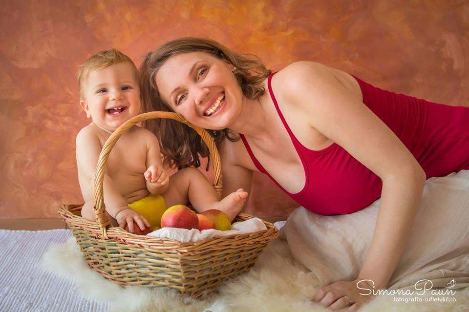 Doula la naștere, o nouă modă în România. Tot mai mulți medici din maternități acceptă ideea