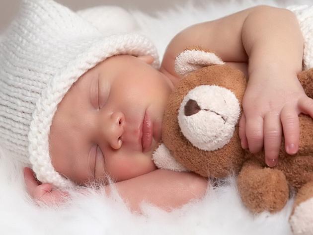 Bebelușul tău te ține treaz noaptea? VEZI aici care e soluția