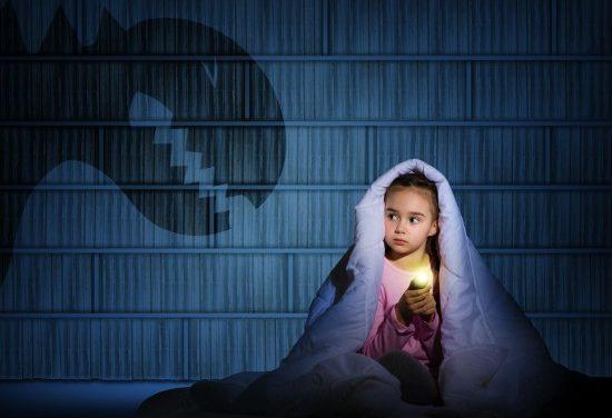 Cum pot copiii scăpa de frici. Vezi aici soluțiile specialiștilor
