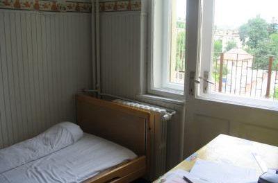 Experiența de groază a unei mame internate cu băiețelul la Pediatrie 1 în Cluj: medici și asistente care urlau, frig în saloane și mâncare rece