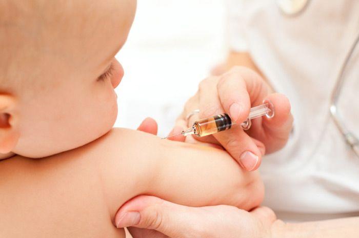 Vaccinul hexavalent va ajunge în cabinetele medicilor de familie. Când va începe imunizarea copiilor