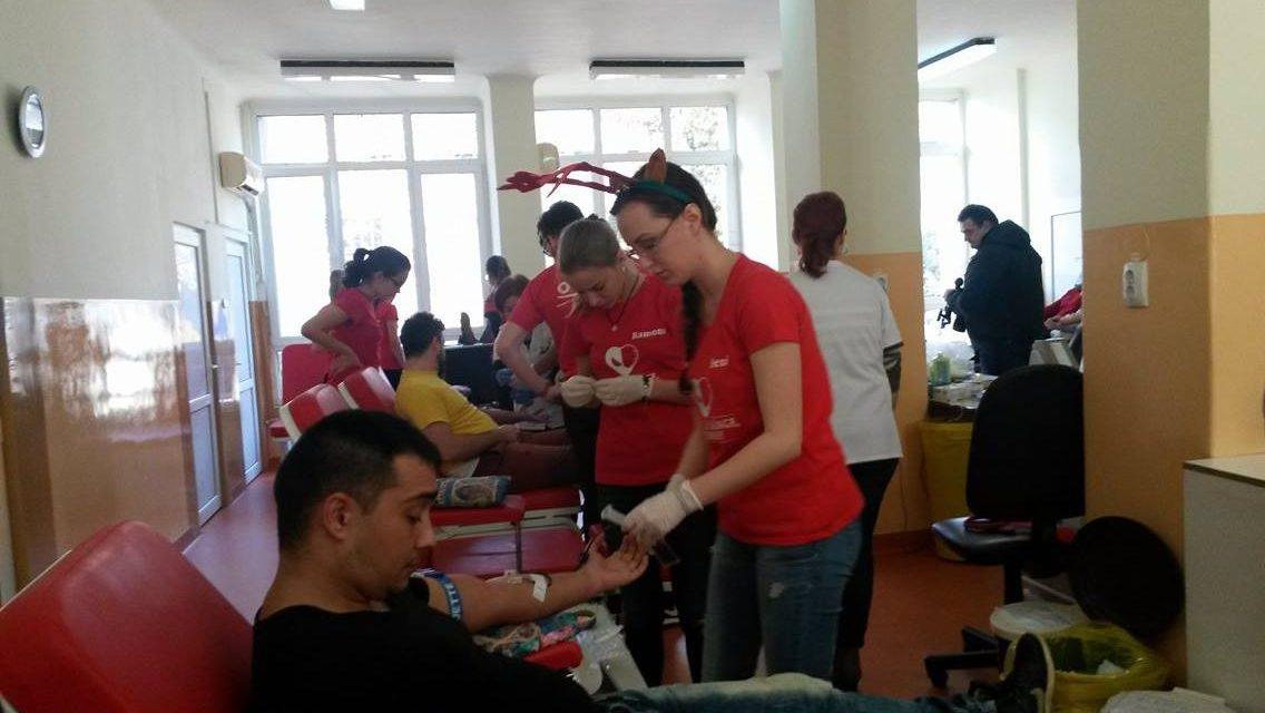 """""""Donează sânge, fii erou!"""", campania prin care Moș Nicolae aduce sânge pentru pacienții cu nevoie de transfuzii"""