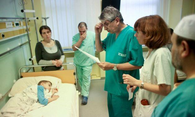 Mărturii cutremurătoare: Echipa medicului Burnei a diagnosticat greșit zeci de copii și i-a chinuit cu orteze artizanale