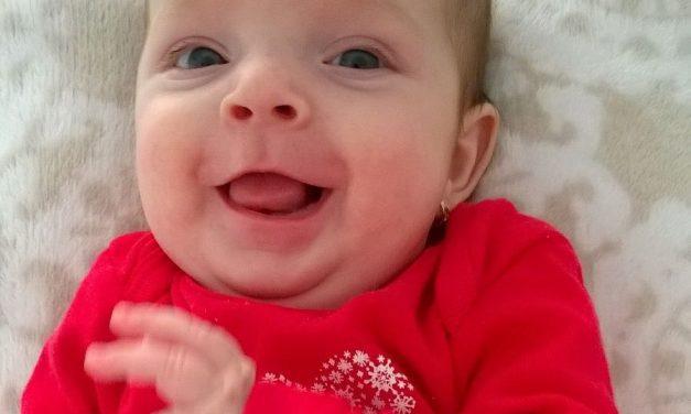 O fetiță de numai 3 luni se luptă încă de la naștere cu o boală gravă. Pentru micuță orice sprijin contează