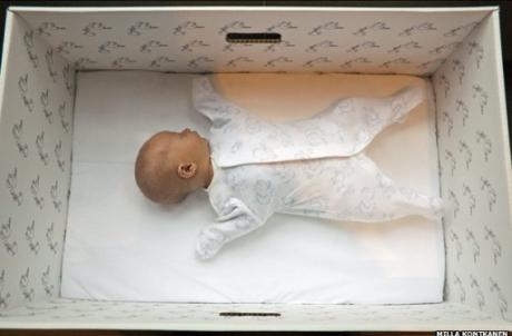 Trusoul pentru nou-născuți ar putea fi introdus în maternități. Vezi cine va beneficia de el