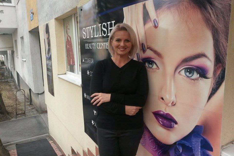Cum a renunțat o stilistă din Cluj la veniturile din preajma zilei de 8 Martie ca să le facă frumoase pe femeile care nu au fost niciodată la un salon