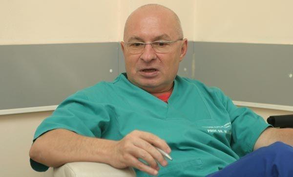 UPDATE VIDEO DIICOT a descins acasă la chirurgul Mihai Lucan. Este acuzat de delapidare si constituire de grup infracțional organizat