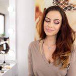 Cum ne machiem în ziua de Paști. Trucuri și sfaturi utile pentru un machiaj perfect venite de la make-up artist – FOTO