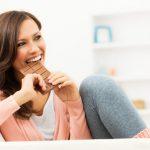 Persoanele care manâncă ciocolată au risc scăzut de aritmie cardiacă
