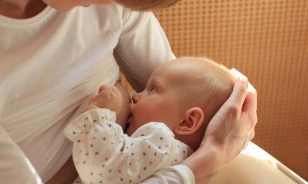 Laptele matern ar putea trata cancerul. Cercetătorii suedezi au descoperit o substanța miraculoasă
