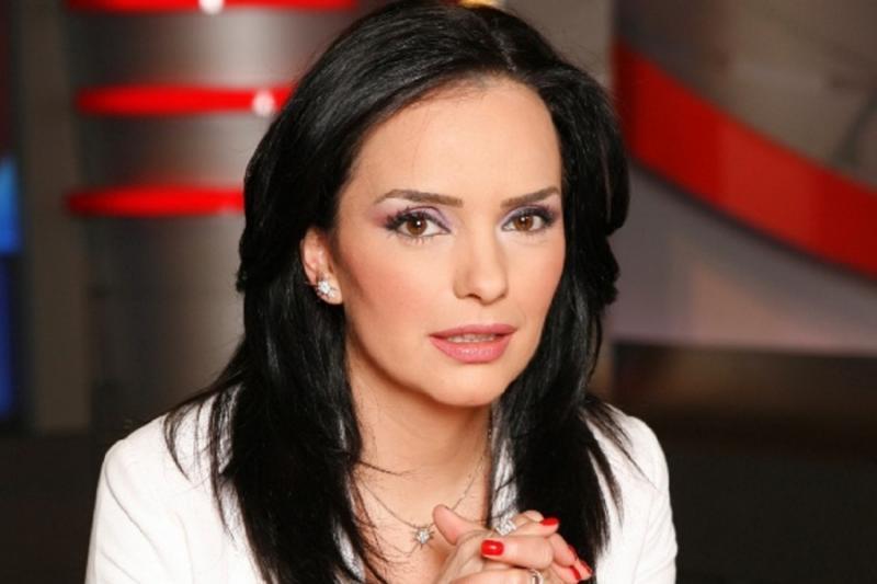 Jurnalista Magda Vasiliu s-a lovit de indiferența statului român. Băiatul ei e tratat de cancer în Italia