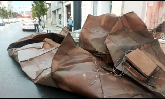 112, luat cu asalt la Cluj din cauza unei furtuni puternice. Un spital  a ramas fara acoperis