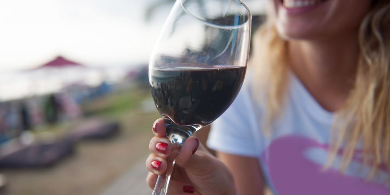 """După anorexie, o nouă boală face ravagii printre tineri. Ce e """"drunkorexia"""" și cum se manifestă"""