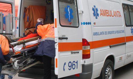 Bolnavi de la sate folosesc ambulanța pe post de taxi pentru a ajunge la oraș