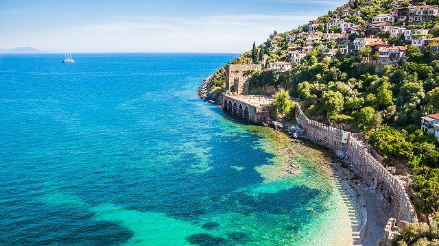 Vacanțe de vis pentru turiști. Zbor charter din Cluj spre Antalya, din 2 iunie