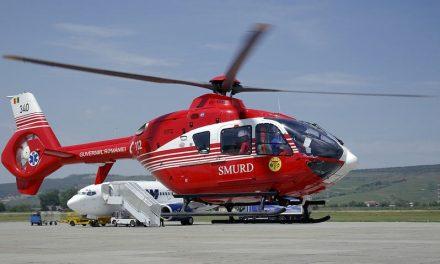 VIDEO Femeie din judetul Cluj, preluată de un elicopter SMURD și dusă la spital. A fost rănită de o motocositoare