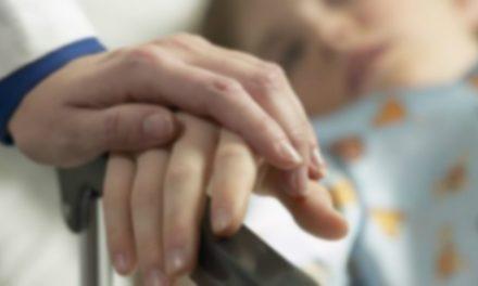 Un copil în stare gravă a fost dat afară din spital. Părinții sunt obligați să plătească spitalizarea