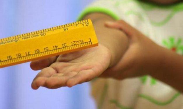Copil de clasa I, lovit de învățător cu un indicator de lemn. Incidentul a avut loc în timpul repetițiilor pentru serbarea de Ziua Mamei