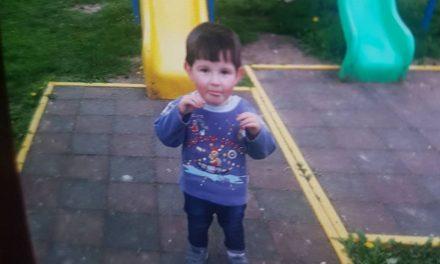 VIDEO Momentul când a fost găsit Alex, copilul dispărut din curtea casei. Cum a reacționat voluntarul când l-a zărit pe micuț