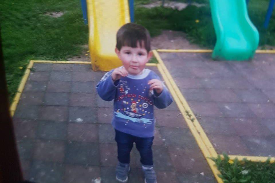 UPDATE – Copilul a fost gasit! Alertă în Cluj! Un copilaș de doar 2 ani și 8 luni a dispărut de acasă. Un elicopter MApN survolează zona unde au loc căutări