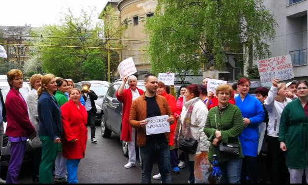 VIDEO Protest spontan la Institutul Inimii Cluj. Zeci de angajați au întrerupt munca și au ieșit în curtea spitalului