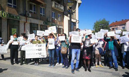 VIDEO – FOTO Anatomopatologii protestează in stradă pentru salarii. Au pierdut chiar și 3000 lei la salariu