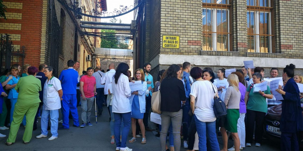 VIDEO Cum riscă cel mai mare spital din Transilvania să se blocheze. Asistenții radiologi și moașele amenință că își dau demisia în bloc