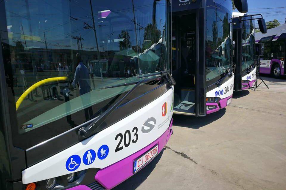 VIDEO Care este primul oraș din țară unde circulă deja pe străzi autobuze electrice. Un prim pas spre normalitatea Europei