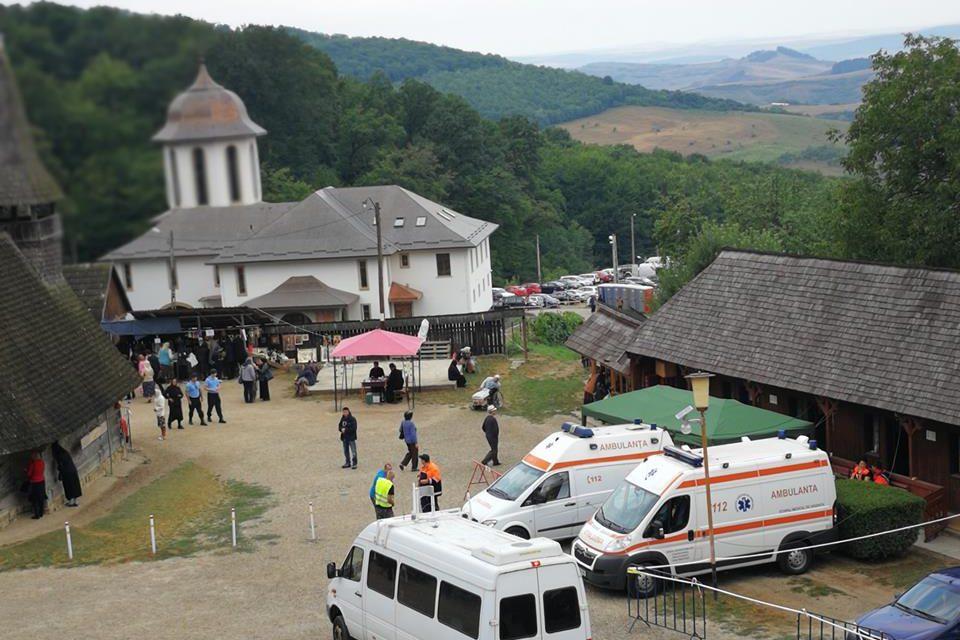Peste 120 de persoane au primit îngrijiri medicale la Mănăstirea Nicula