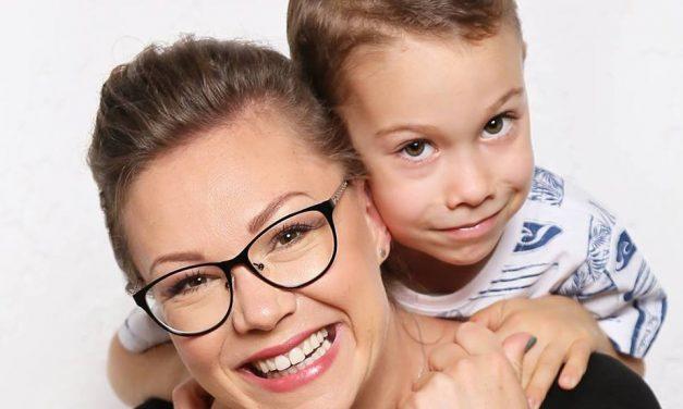 Când și cum ne lăudăm copiii. Specialistul Alexandra Dana Ilieș ne sfătuiește cum să recompensăm verbal copilul