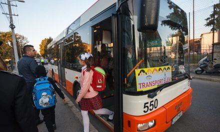 Primul oraș din România cu autobuze școlare. Elevii ajung repede și în siguranța la școală