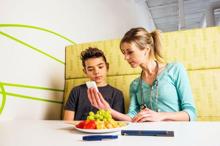 Mii de elevi clujeni vor primi sfaturi de la nutriționiști pentru a evita apariția diabetului