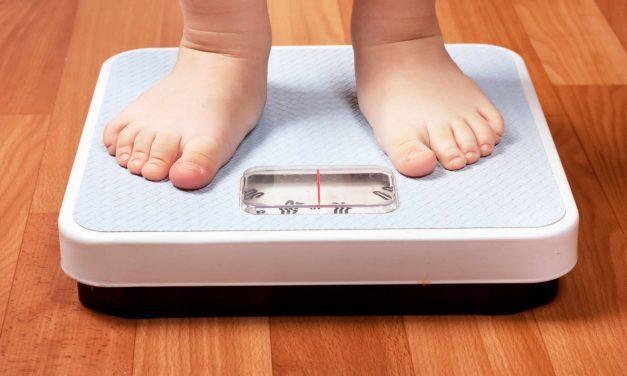 Obezitatea la copii, care sunt cauzele kilogramelor în plus și cum pot fi prevenite problemele cu greutatea