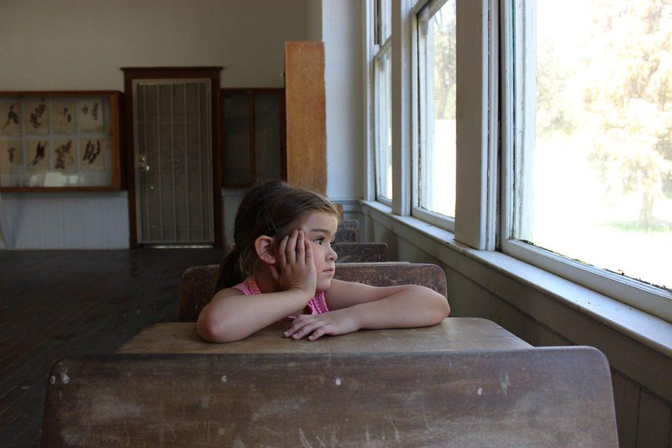 Școala începe cu 6 000 de copii diagnosticați cu gripă și cu triaje severe. În ce condiții se suspendă cursurile
