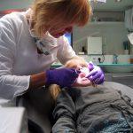 Când ducem prima dată copilul la stomatolog și cum trebuie îngrijiți dinții celor mici. Ce spune medicul pedodont