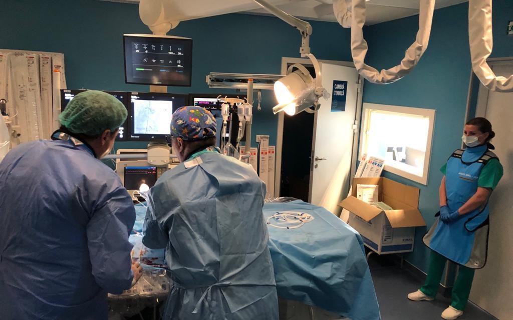 Premieră în Cluj: Doi pacienți cu afecțiuni cardiace grave au fost salvați prin intervenții complexe la Spitalul Monza-Ares