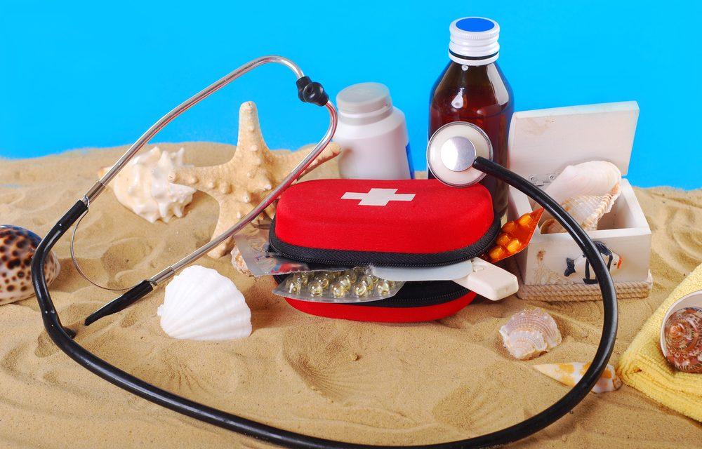 Sfaturi de vacanță: Ce trebuie să contină trusa medicală când călătorim cu un copil