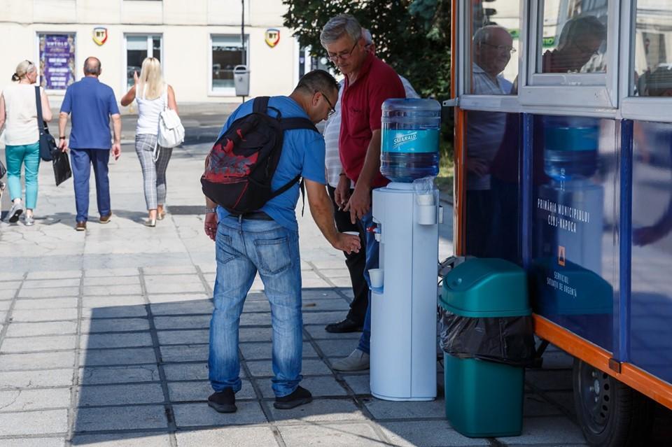 Caniculă în toată țara. La Cluj s-au deschis puncte de refugiu și se distribuie gratuit apă