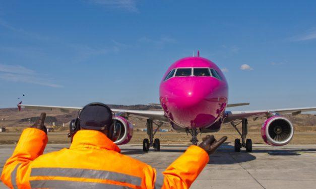 Tensiuni pe Aeroportul Internațional Cluj. Circa 300 de oameni veniți din zone roșii de infecție cu COVID-19 au făcut scandal ca să nu intre în carantină