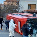 Microbuz al ISU, cu 14 români veniți din Franța, implicat într-un accident în Cluj-Napoca. Pasagerii erau în drum spre centre de carantină