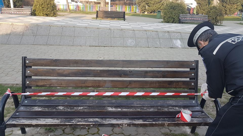 Orașul din România care pune lacătul pe toate locurile publice de relaxare. În Turda e interzis accesul în parcuri, locuri de joacă și foișoare