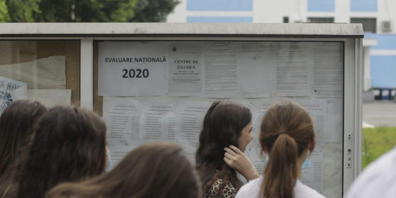 Evaluare Nationala 2020: Primul examen din Romania, sustinut in  conditii speciale. Absolventii de clasa a VIII-a au susținut prima probă a exmaneului cu masca pe față