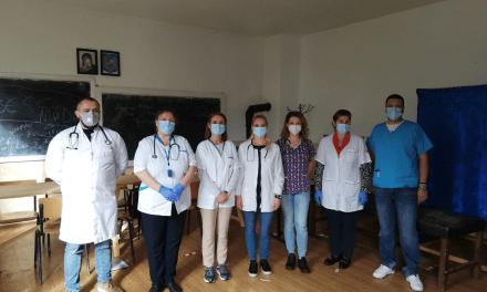 Cum reușește un grup de medici tineri să facă ce nu face statul de 30 de ani. Doctorii care fac prevenție cu bani din propriul buzunar