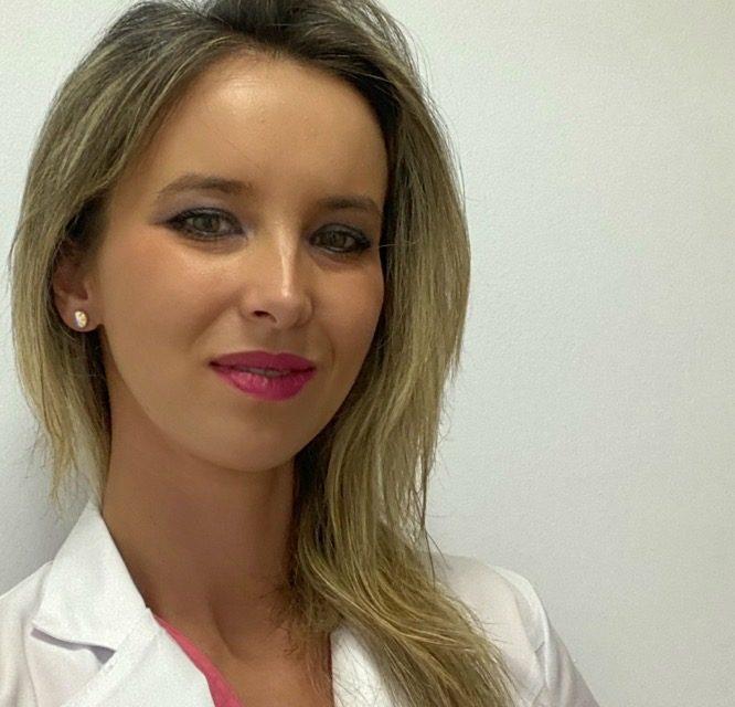 """Dr. Raluca Popescu, medicul oftalmolog care le zâmbește mereu pacienților: """"o vorbă bună vindecă pe jumătate, iar dacă jumătate din drum este parcurs, rămâne mai puțin pentru partea medicală"""""""