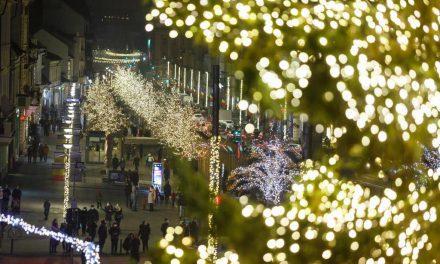 Luminițe de Crăciun în pandemie. Cum e împodobit Cluj-Napoca de sărbătoare