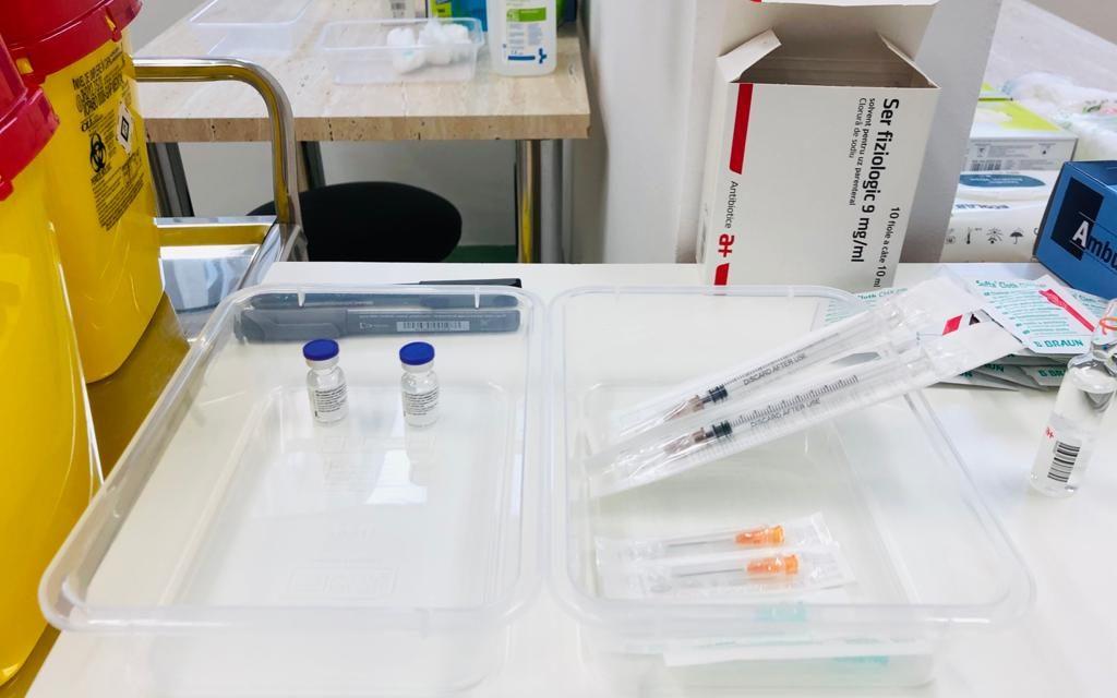 A început vaccinarea cu doza 3, în Cluj. Toate paturile de ATI COVID  din județ sunt ocupate.