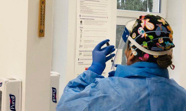 O asistentă medicală de la Spitalul de Infecțioase din Cluj a facut o reactie adversa dupa ce a primit vaccinul COVID