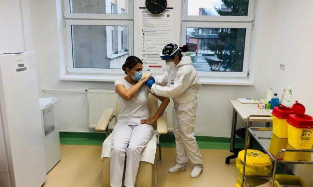Profesorii din Cluj se vaccinează. VEZI LISTA CENTRELOR