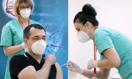 Ministrul Sănătăţii, Vlad Voiculescu s-a vaccinat anti-Covid