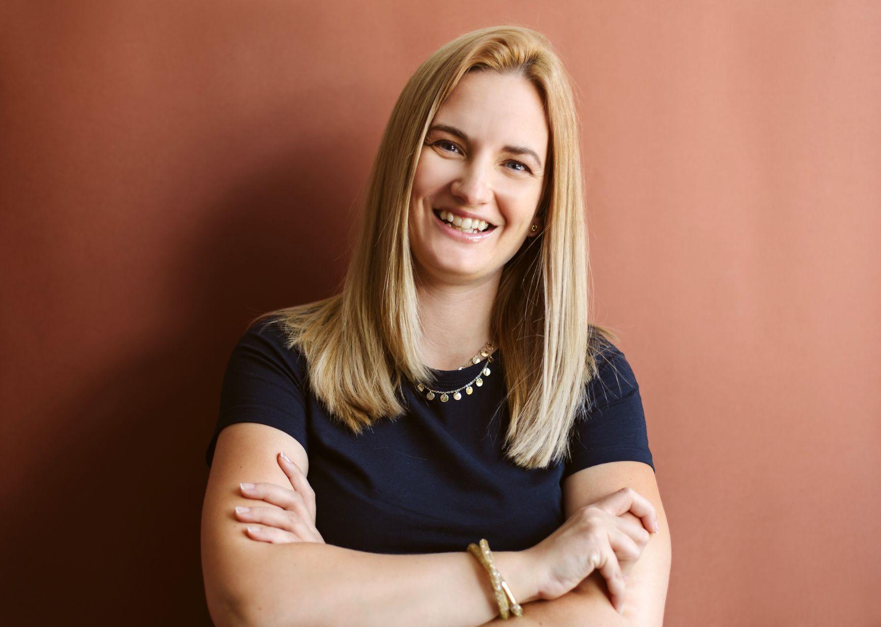 """#DoamneDeNota10 Ruxandra Mercea, o """"teacher"""" de Business care lasă aripile copiilor să crească"""